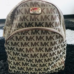 ❤️Gorgeous backpack by Michael Kors